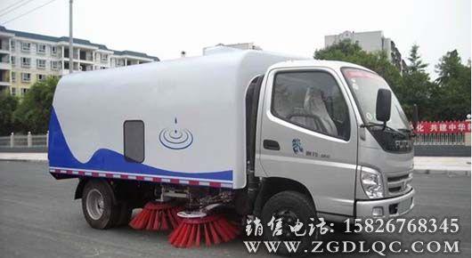 福田奥铃扫路车