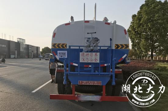 东风14方洒水车